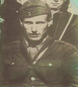 Γιανούλης Γιώργος Επταχώρι Καστοριάς. Διοικητής του ΕΛΑΣ περιοχής Γράμμου. Εκτελέστηκε το 1948.