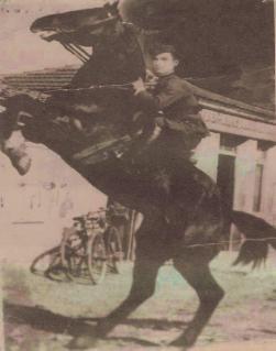 Στάμος Χ. Γρηγόρης. Μέλος του ΕΑΜ Αιανής. Σκοτώθηκε στις 13/1/1947